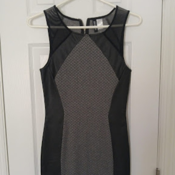 a3d7962c3b2 H&M Divided Black and Gray Dress